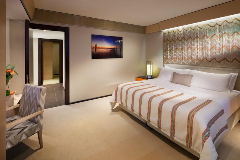 Jumeirah Beach Hotel - Beachcomber suite - Master Bedroom