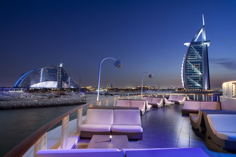 Jumeirah_Beach_Hotel_-_360_Degrees_-_Upper_Level